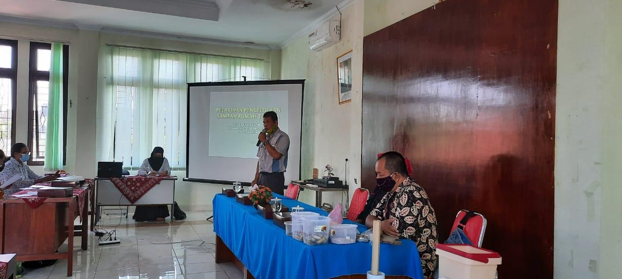 Pelatihan Pengelolaan Sampah Organik di Kelurahan Baciro, Suatu Kegiatan untuk menjawab permasalahan sampah di Kota Yogyakarta.