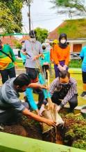 Gender Corner, Penanaman Pohon di RTHP Taman Bakung Kelurahan Baciro, Jumát, 24 September 2021