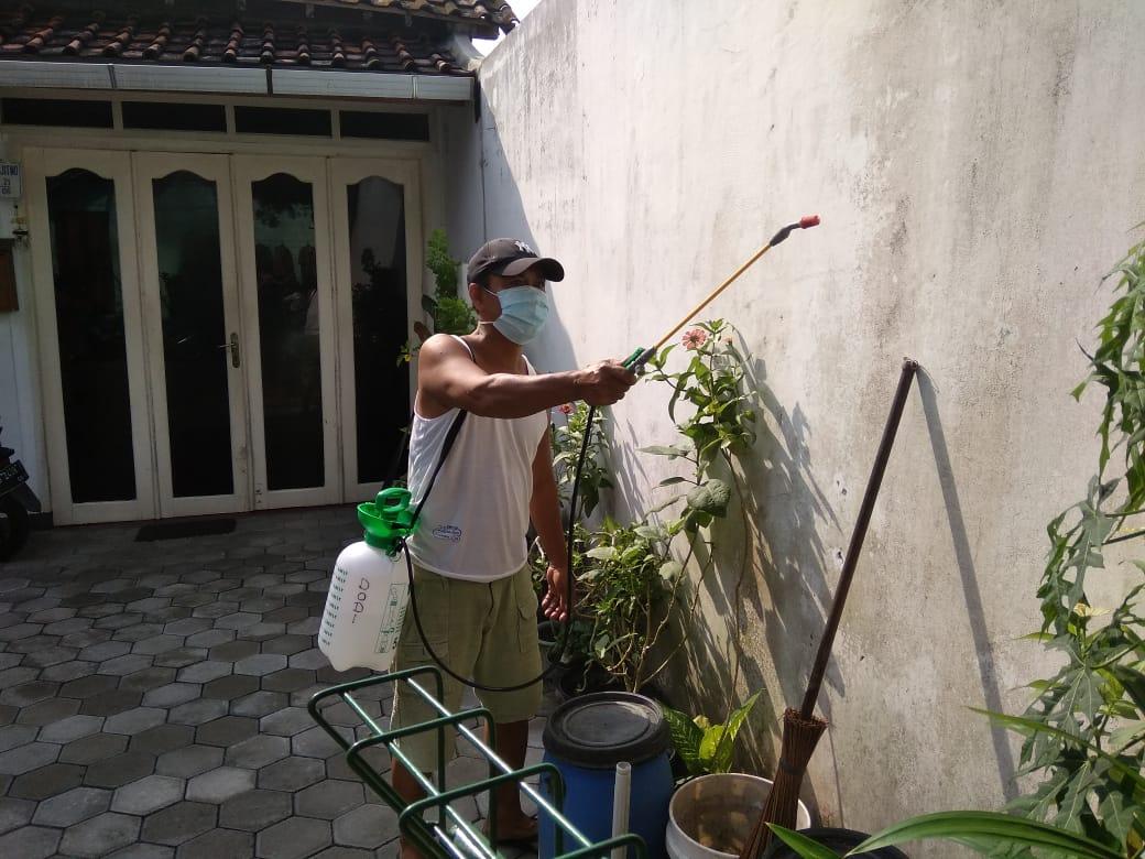 Kegiatan Penyemprotan Desinfektan di Kelurahan Baciro, 19-04-2020